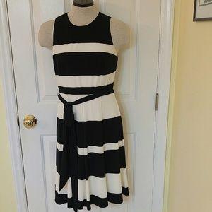 Lauren Ralph Lauren Dress sz. 4 Black & White Slee